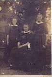 Geesje (1895-1979). Martha (1887-1957)en Jentje de Ruiter (1906-1996)