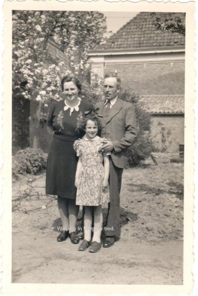 19470400-min