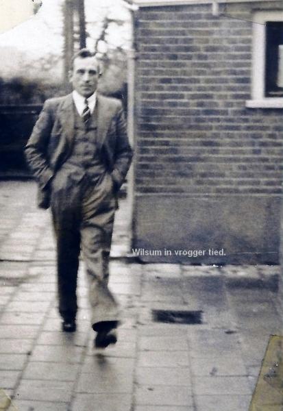 19500000_G.B. Rengersen op het schoolplein in Wilsum.