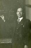 19510000_G.B. Rengersen voor het schoolbord
