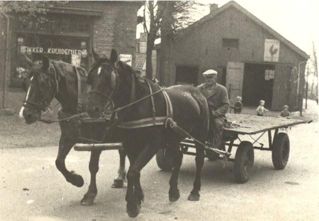 paard-met-wagen-bij-de-bakker
